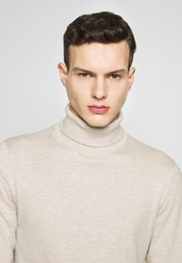 Jack & Jones - JJEEMIL ROLL NECK - Jumper - oatmeal melange - 3