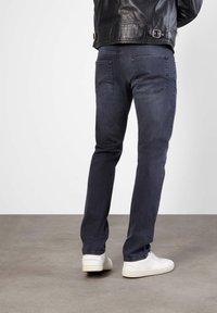 MAC Jeans - MACFLEXX GRAUTÖNE - Slim fit jeans - authentic dark grey - 1