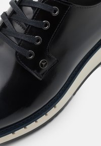 Tommy Hilfiger - LACE UP DERBY - Casual lace-ups - desert sky - 5