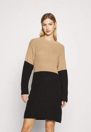 Jumper dress - black/camel