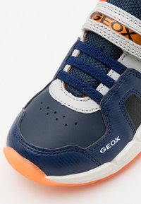 Geox - SPAZIALE BOY - Sneakersy niskie - navy/orange - 5