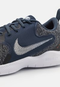 Nike Performance - FLEX EXPERIENCE RN 10 - Chaussures de running neutres - thunder blue/pure platinum/black/white/chile red - 5