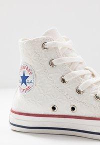 Converse - CHUCK TAYLOR ALL STAR LITTLE MISS CHUCK - Sneakers hoog - white/garnet/midnight navy - 2