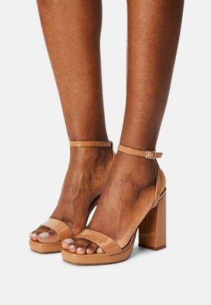 DANCERR - High heeled sandals - camel