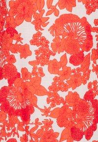 Hofmann Copenhagen - ELLIE - Blouse - coral print - 2