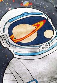 Boden - Long sleeved top - anthrazit, astronaut im weltall - 2