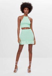Bershka - MIT GUMMIZUG UND VOLANTS  - A-line skirt - green - 1