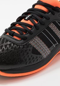 Kempa - ATTACK CONTENDER JUNIOR CAUTION - Handball shoes - black/fluo orange - 2