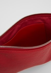 Marc O'Polo - POUCH - Trousse - lipstick red - 6