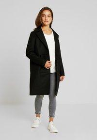 Noisy May Petite - CLAUDIA PETITE - Classic coat - black - 1
