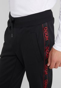HUGO - DASCHKENT - Spodnie treningowe - black - 3