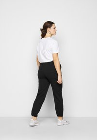 CAPSULE by Simply Be - JOGGER - Tracksuit bottoms - black - 2