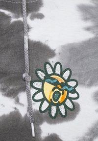 Vintage Supply - DAISY CHEST PRINT HOODIE - Sweatshirt - grey - 2