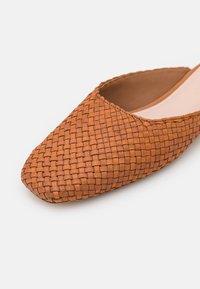 Loeffler Randall - ZOSIA - Pantofle - timber - 6