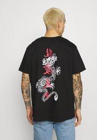 Brave Soul - FIRE - Print T-shirt - black - 0
