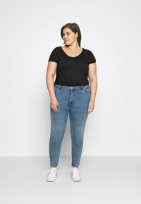 Vero Moda Curve - VMLOA  - Jeans Skinny Fit - light blue denim - 1