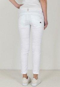 Buena Vista - Slim fit jeans - white - 1