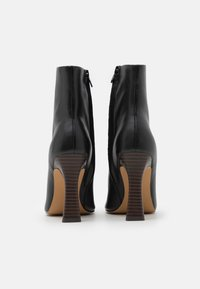NA-KD - FLARED BOOTS - Enkellaarsjes met hoge hak - black - 3