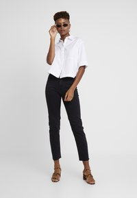 ONLY - ONLEMILY RAW - Jeans Skinny - black denim - 1