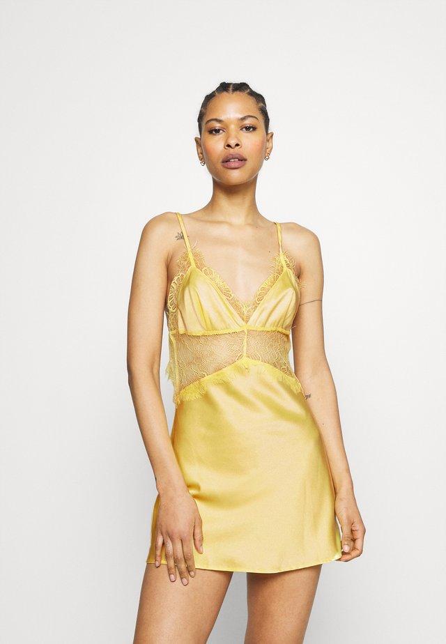 HELENA TRIANGLE SLIP DRESS - Yöpaita - yellow