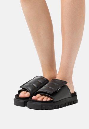 HOLMEN  - Pantofle - black