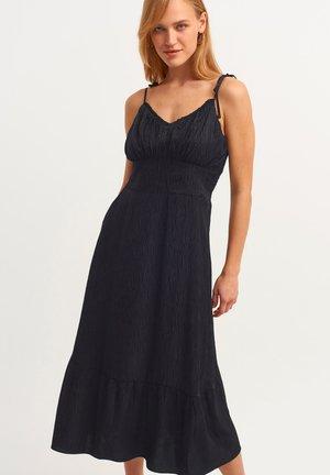 MIT FEINEN TRÄGERN - Day dress - black