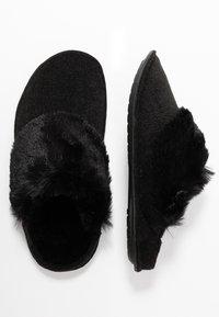 Crocs - CLASSIC LUXE SLIPPER  - Slippers - black - 3