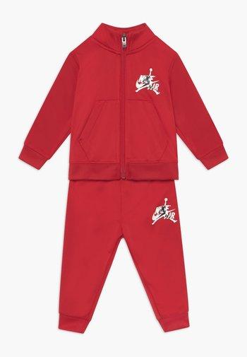 SET - Tracksuit - gym red