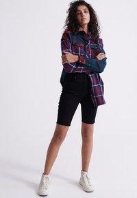 Superdry - KARI - Shorts di jeans - denim black rinse - 1