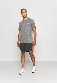 Under Armour - LAUNCH SHORT - Pantaloncini sportivi - grey - 1