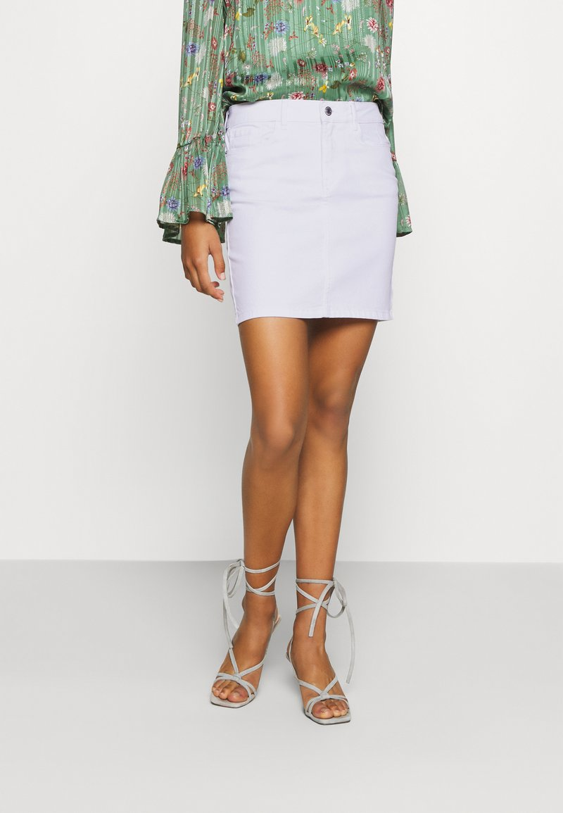 Vero Moda - VMHOT SEVEN SKIRT - Denim skirt - bright white