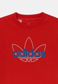 adidas Originals - OUTLINE TREFOIL UNISEX - Print T-shirt - vivid red - 2
