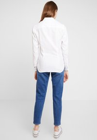 Tommy Hilfiger - HERITAGE REGULAR FIT - Camisa - classic white - 2