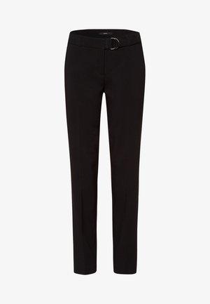 MIT STOFFGÜRTEL 30 INCH - Trousers - black