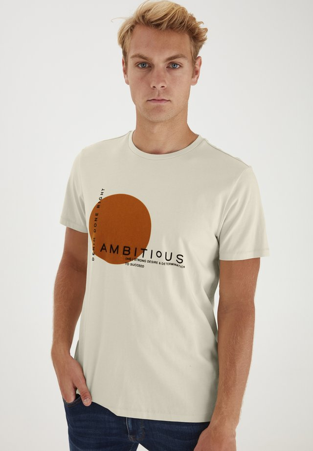 REGULAR FIT - T-shirt imprimé - Almond Milk
