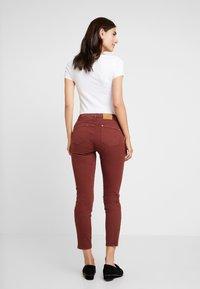 Yargici - FOLD DETAILED TROUSER - Slim fit jeans - bordeaux - 2