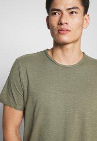 INDICODE JEANS - ALAIN - T-shirt - bas - cypress - 4