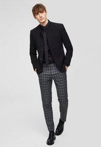 Selected Homme - SLHSLIMPEN - Formal shirt - black - 1