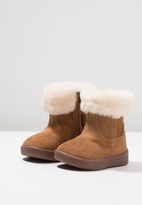 UGG - JORIE - Baby shoes - chestnut - 3