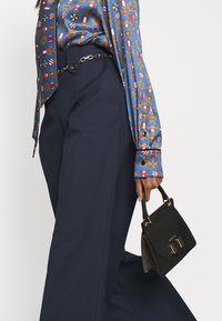 Mulberry - GRETTA TROUSERS  - Pantaloni - dark blue - 4