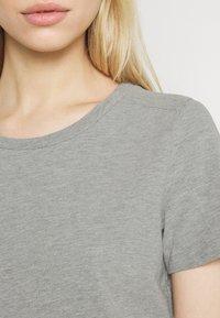 Noisy May - NMSIMMA DRESS - Pouzdrové šaty - light grey melange/solid - 4
