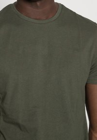 Pier One - 5 PACK - T-shirts basic - dark blue/grey/khaki - 7