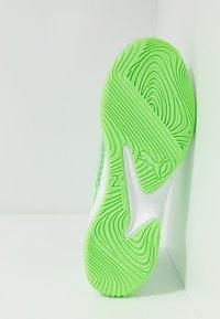 Puma - ADRENALITE 4.1 - Obuwie do piłki ręcznej - elektro green/white/black - 4