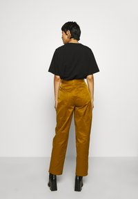 Gestuz - ASTER PANTS - Trousers - tapenade - 2