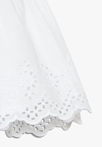 GAP - EYELET DRESS - Denní šaty - optic white - 2