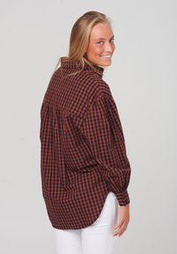 Noella - TATE - Button-down blouse - terracotta checks - 1
