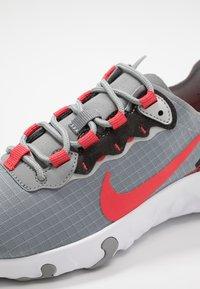 Nike Sportswear - RENEW 55 - Sneakers laag - particle grey/track red/grey fog/black - 2