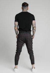 SIKSILK - RINGER GYM TEE - T-shirts basic - black - 2
