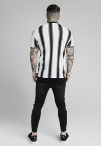 SIKSILK - T-shirt con stampa - black  white - 3