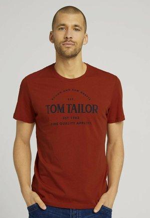 WITH PRINT - Print T-shirt - ginger orange